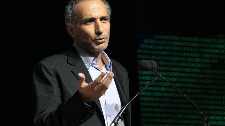 L'islamologue suisse Tariq Ramadan, lors d'une conférence au Bourget (Seine-Saint-Denis), le 7 avril 2012. (JACQUES DEMARTHON / AFP)
