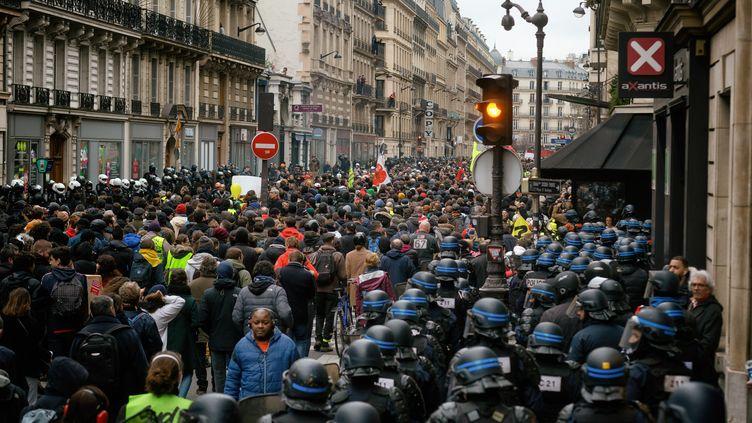 Des manifestants contre la réforme des retraites à Paris, le 9 janvier 2020. (MARTIN NODA / HANS LUCAS / AFP)