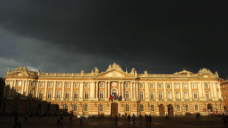 Un ciel orageux au dessus du Capitole, à Toulouse (Haute-Garonne), le 26 juillet 2006. (MAXPPP)