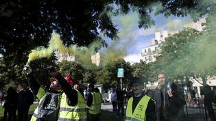 """Des """"gilets jaunes"""" à Paris, le 4 mai. (KENZO TRIBOUILLARD / AFP)"""