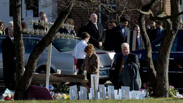 Les obsèques d'une petite fillede 6 ans, tuéedans son école Sandy Hook de Newtown(Connecticut), le 20 décembre 2012. (MAXPPP)