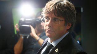 Le leader indépendantiste catalan, Carles Puigdemont, lors d'une conférence organisée le 14 octobre 2019 à Bruxelles (Belgique). (FRANCOIS LENOIR / REUTERS)