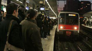 Un RER A arrive en gare de Nanterre-Université (Hauts-de-Seine) le 16 décembre 2009. (MAXPPP)