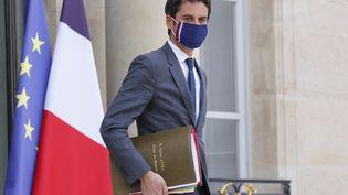 Gabriel Attal quitte le palais de l'Elysée (Paris), le 14 avril 2021. (THOMAS SAMSON / AFP)
