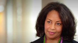 """Dans """"Civil Rights Baby"""", l'Américaine Nita Wiggins raconte son parcours de journaliste sportive, dans un environnement marqué par le sexisme et le racisme. (Franceinfo)"""