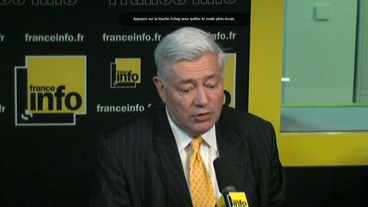 Le député européen du Front National Bruno Gollnisch sur France Info, le 4 mai 2015. (FRANCE INFO)