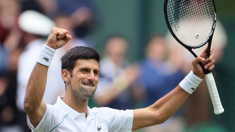 Le Serbe Novak Djokovic s'est qualifié pour le troisième tour de Wimbledon contre Kevin Anderson, mercredi 30 juin 2021. (SHUHEI YOKOYAMA / YOMIURI / AFP)