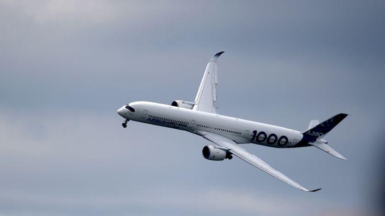 Un Airbus A350-1000 lors duSalon International de l'Aéronautique et de l'Espace (SIAE) à l'aéroport de Paris-Le Bourget, le 20 juin 2019. Illustration.  (ERIC PIERMONT / AFP)