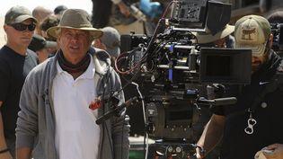 """George Miller pendant le tournage du quatrième épisode de """"Mad Max"""".  (Kennedy Miller Productions / Archives du 7eme Art / Photo12)"""