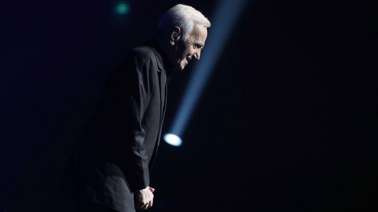 Charles Aznavour lors d'un concert au Palais des Sports de Paris, le 21 décembre 2016. (FRANCOIS GUILLOT / AFP)