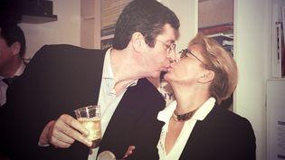 Patrick Balkany et son épouse Isabelle célèbrent leur élection à la mairie de Levallois-Perret, le 18 mars 2001. (MAXPPP / NOEMIE CARON)