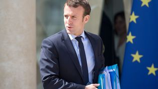 Le ministre de l'Economie, Emmanuel Macron, à la sortie du Conseil des ministres, au palais de l'Elysée, à Paris, le 25 mai 2016. (YANN BOHAC / CITIZENSIDE)