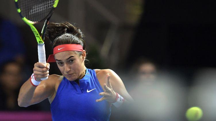 La Française Caroline Garcia lors de sa rencontre contre la Tchèque Petra Kvitova, samedi 12 novembre 2016 à Toulouse, en finale de la Fed Cup. (PATRICK HERTZOG / AFP)