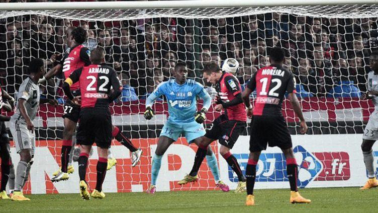 Konradsen (Stade Rennais) trompe Brice Samba (Olympique de Marseille) (DAMIEN MEYER / AFP)