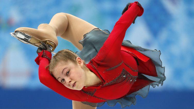 Julia Lipnitskaia lors de l'épreuve de patinage par équipe, le 9 février 2014 à Sotchi (Russie). (ADRIAN DENNIS / AFP)