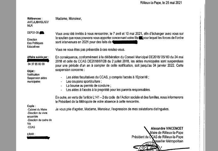 Un courrier de notification de suspension d'aides municipales adressé à une famille de Rillieux-la-Pape, dans la métropole de Lyon, le 25 mai 2021. (MAIRIE DE RILLIEUX-LA-PAPE)