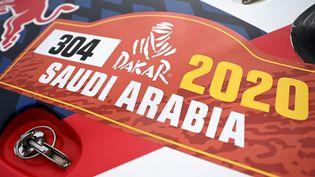 Un véhicule lors d'un contrôle technique, avant le départ de la course, dimanche 5 janvier, à Djeddah. (FRANCK FIFE / AFP)