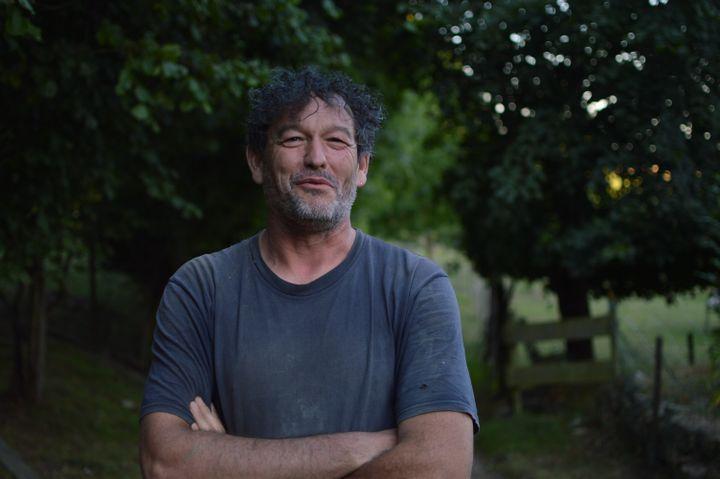Sébastien Perrier, éleveurà Mesnières-en-Bray (Seine-Maritime). (VICTOR VASSEUR / RADIO FRANCE)