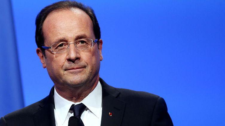 François Hollande, le 20 novembre 2012 devant lesmaires, à Paris. (KENZO TRIBOUILLARD / AFP)