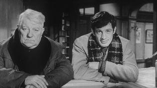 """Jean-Paul Belmondo et Jean Gabin dans """"Un singe en hiver"""", d'Henri Verneuil (1962) (MARCEL DOLE / CIT? FILMS)"""