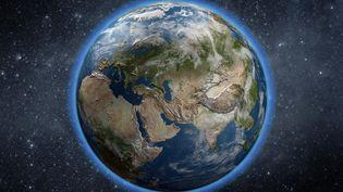A haute altitude, la couche d'ozoneabsorbe la plus grande partie du rayonnement solaire ultraviolet, dangereux pour les organismes vivants. (MANUEL COHEN / AFP)