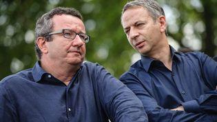 """Les députés socialistes """"frondeurs"""" Christian Paul et Laurent Baumel lors de la traditionnelle fête de la Rose de Frangy-en-Bresse (Saône-et-Loire), le 24 août 2014. (MAXPPP)"""