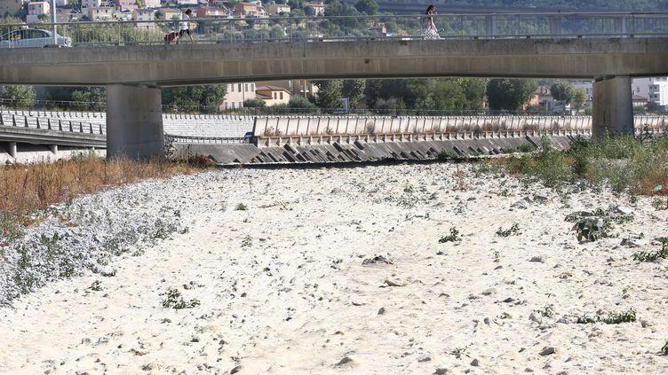 La sécheresse a fortement sévi durant l'été 2017 dans les Alpes-Maritimes, comme ici à Nice avec le fleuve Paillon. (MAXPPP)