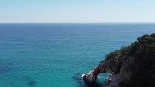 Italie :la CalaGoloritzè, un paradis en Sardaigne (FRANCE 2)