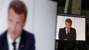 L'interview télévisée d'Emmanuel Macron, vue le mardi 14 juillet 2020 à Paris. (STEFANO RELLANDINI / AFP)