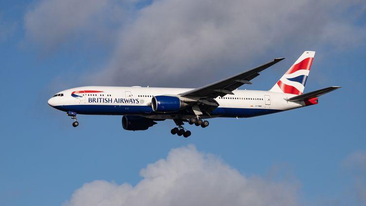 Un avion de la compagnieBritish Airways, près de l'aéroport de Londres Heathrow (Royaume-Uni), le 5 février 2019. (NICOLAS ECONOMOU / NURPHOTO / AFP)