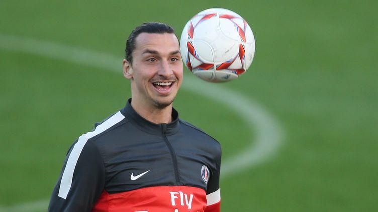 Le joueur du PSG Zlatan Ibrahimovic lors d'un entraînement à Doha (Qatar), le 31 décembre 2012. (KARIM JAAFAR / AL-WATAN DOHA / AFP)