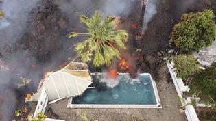 Une rivière delave s'écoule dans une piscine, sur l'île de La Palma, le 20 septembre 2021. (AP / SIPA)