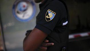 Devant le siège de la DGSE, le service de renseignement extérieur de la France, à Paris, en juin 2015. (MARTIN BUREAU / AFP)