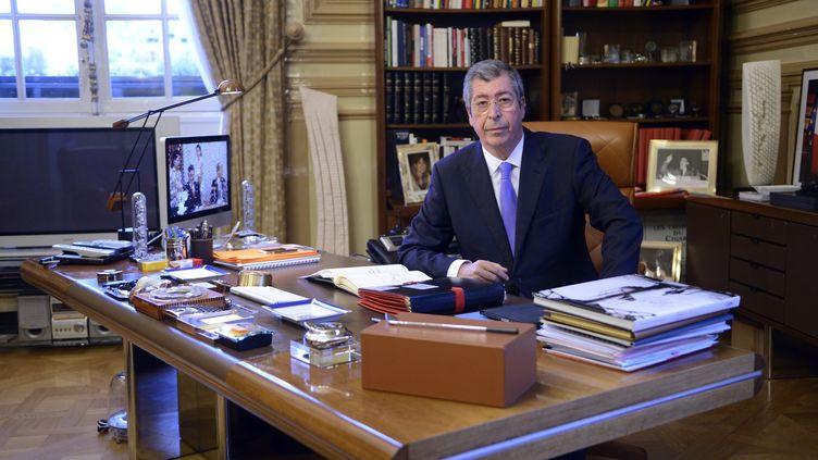 Le député-maire UMP de Levallois-Perret (Hauts-de-Seine), Patrick Balkany, dans son bureau le 18 novembre 2013. (ERIC FEFERBERG / AFP)