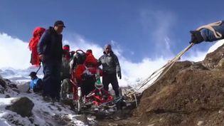 Le quadrix est un véhicule qui permet aux personnes handicapées de se déplacer en montagne (Capture d'écran France 2)