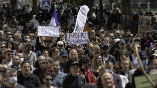 Une manifestation contre l'extension du pass sanitaire à Nantes (Loire-Atlantique), le 7 août 2021. (ESTELLE RUIZ / HANS LUCAS / AFP)