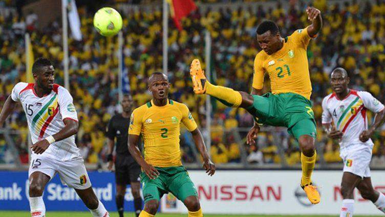 Mahamadou Ndiaye dans les airs (BEN STANSALL / AFP)