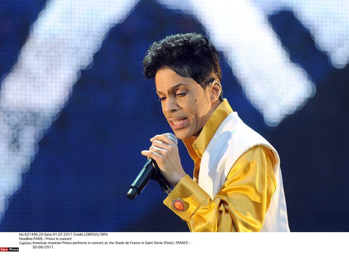 Prince sur scène auStade de France le 30 juin 2011. (LORENVU/SIPA)