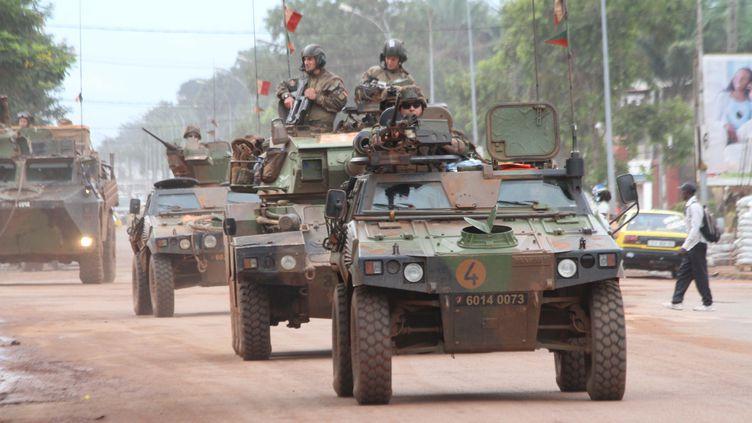 Des véhicules de la force Sangaris à Bangui, en Centrafrique, le 8 octobre 2015. (CITIZENSIDE / HERVE  SEREFIO / AFP)