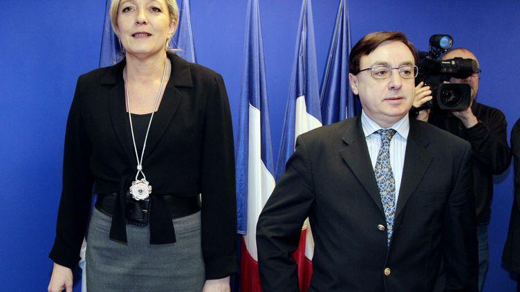 La présidente du Front national, Marine Le Pen, aux côtés de Jean-François Jalkh, le 20 janvier 2011 à Nanterre (Hauts-de-Seine). (JACQUES DEMARTHON / AFP)