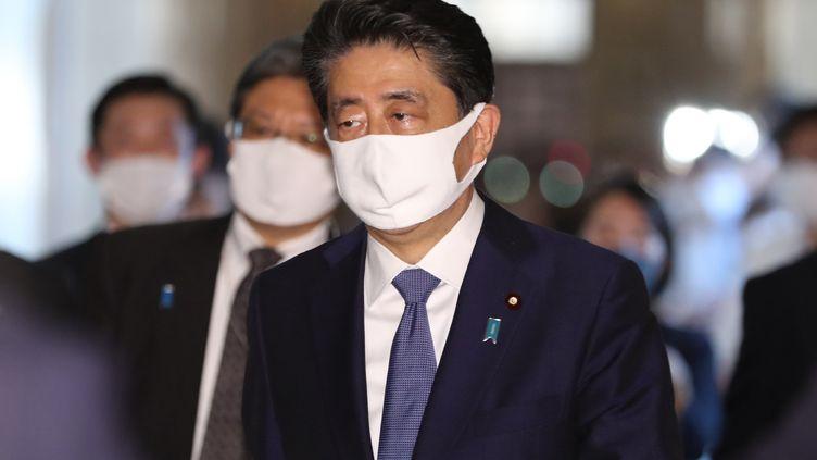 Le Premier ministre japonais Shinzo Abe, lors d'une réunio à Tokyo, le 28 août 2020. (MASANORI GENKO / YOMIURI)