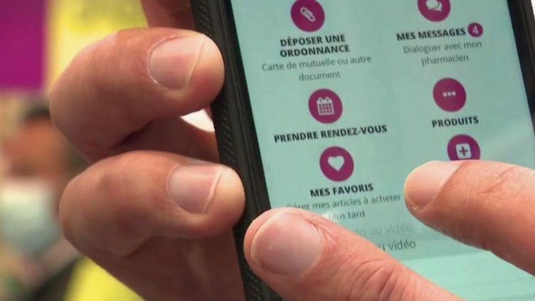 "Déconfinement : les pharmacies adoptent le ""click and collect"" (FRANCE 2)"