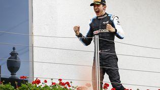 Esteban Ocon célèbre sa première victoire en Formule 1 lors du Grand Prix de Hongrie, dimanche 1er août. (XAVI BONILLA / XAVI BONILLA / AFP)