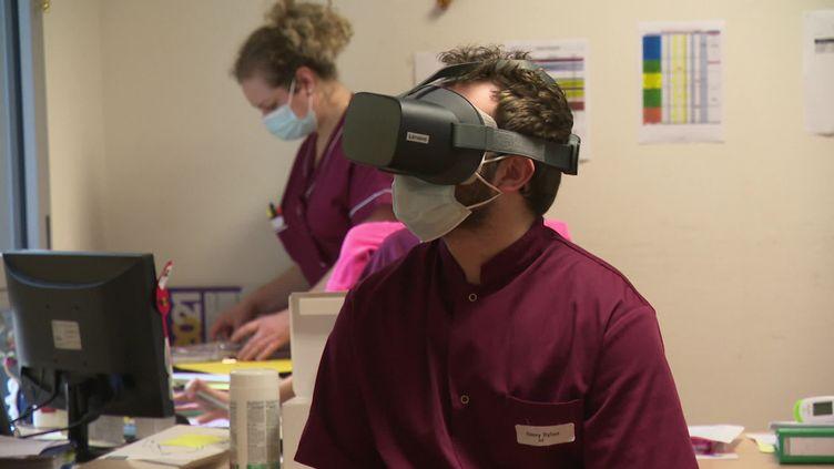 La réalité virtuelle au service de la formation des soignants en EHPAD (France 3)