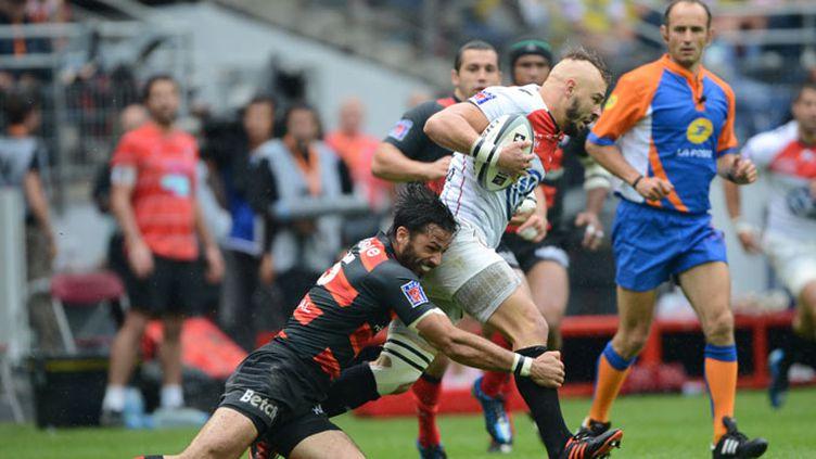 Poitrenaud (Toulouse) retient Lapeyre (Toulon) lors de la finale du Top 14 2012