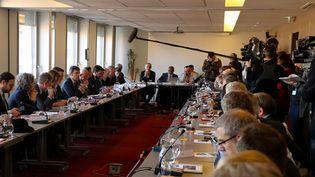 Le ministre de la Santé Olivier Véran lors d'une réunion de travail sur le Covid-19, mardi 18 février 2020, à Paris. (LUDOVIC MARIN / AFP)