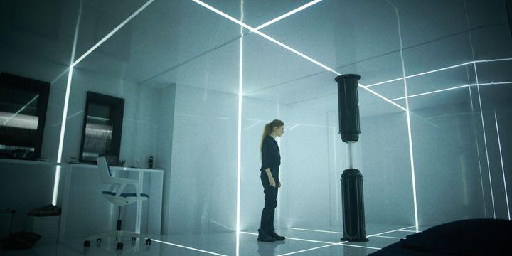 Esther Vanhove (Agathe Bonitzer) face à Martin, son intelligence artificielle.  (Netflix)