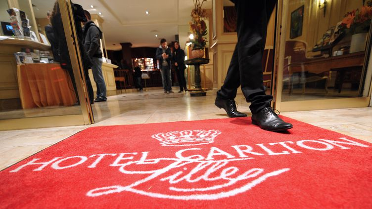 Le hall de l'hôtel Carlton de Lille (Nord), le 17 octobre 2011. (PHILIPPE HUGUEN / AFP)