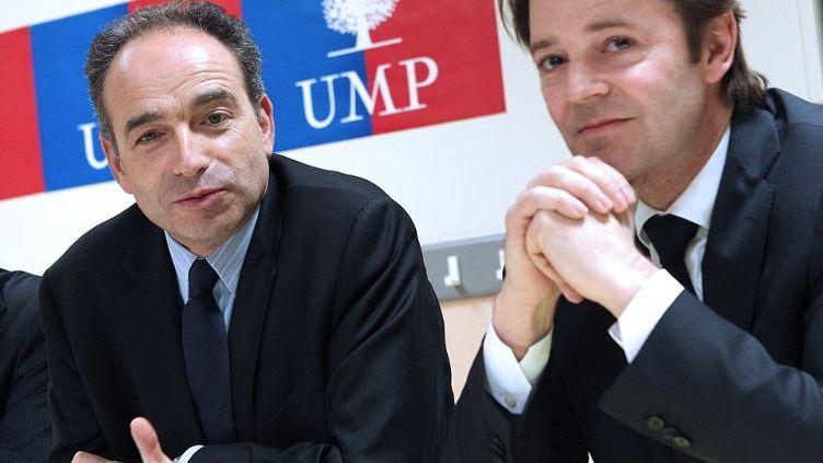 Jean-François Copé, secrétaire général de l'UMP, et François Baroin, député-maire de Troyes, en mars 2011,à Saint Julien-les-Villas (Aube). (FRANCOIS NASCIMBENI / AFP)