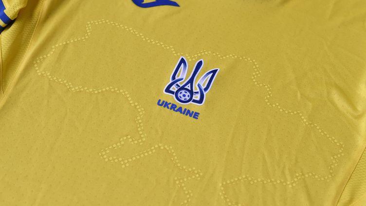 Le maillot ukrainien pour l'Euro 2021, source de tensions avec la Russie et l'UEFA. (STRINGER / AFP)